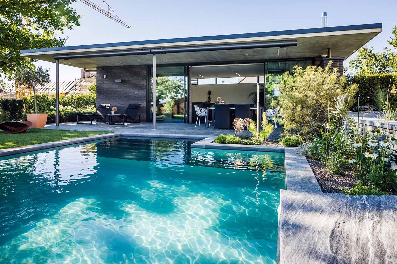 Wir Planen Mit Ihnen Den Besten Platz Für Ihr Wasserparadies Ein. Sehr  Schön Ist Die Möglichkeit, Den Natur Pool Nah Am Haus Zu Haben.